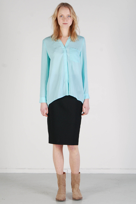 Noir & Blanc: V-neck Mint Shirt