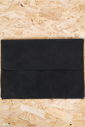 L'Homme Rouge: Despatch Case Black 13""