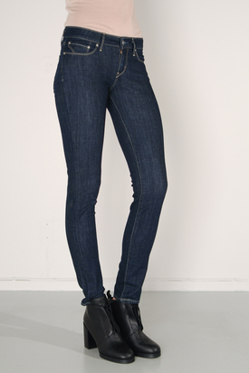 Levis: Bold Curve Skinny Clean Super