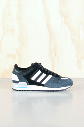 Adidas: ZX 700 Carbon/Runwht/Black