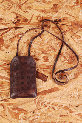 Nic & Mel: Iphonefodral W. Strap Perforated Brown Iphone 4
