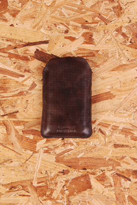 Nic & Mel: Iphonefodral Perforated Brown