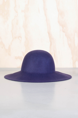 Cheap Monday: Criss Hat Plum