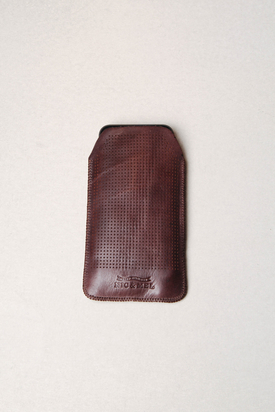 Nic & Mel: Keaton Iphonefodral Perforated Dark Brown Iphone 5