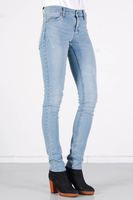 Cheap Monday: Tight Favorite Used